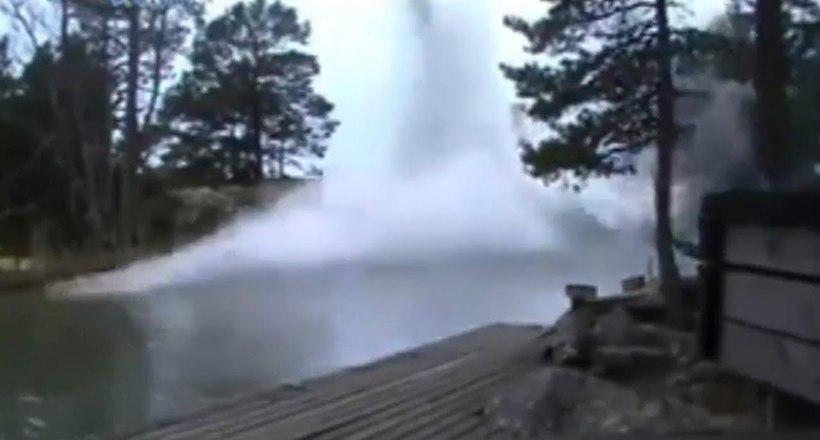 Відео: Що буде, якщо блискавка вдарить у річку
