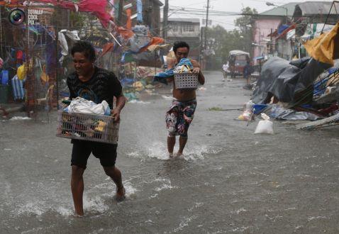 10 страхітливих знімків про руйнівну силу тайфуну Раммасун