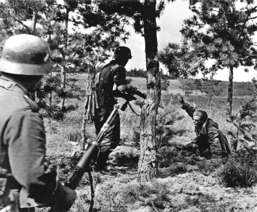 Війна без прикрас: правдиві фотографії російських і німецьких солдатів в полоні