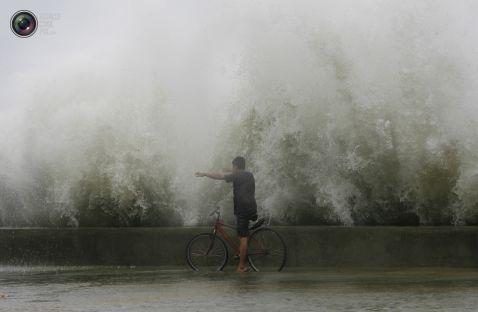 30 дивовижних знімків величезних хвиль, що лякають (частина 2)