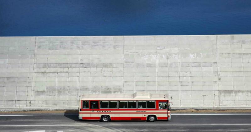 Життя в коробці: навколо міст Японії зводять стіни, щоб захистити людей від цунамі