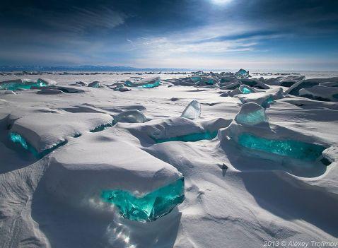 15 приголомшливих замерзлих водойм, які виглядають як твори мистецтва