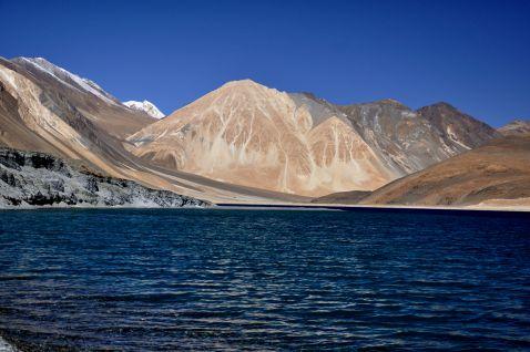 Чудове гімалайське озеро на спірній території