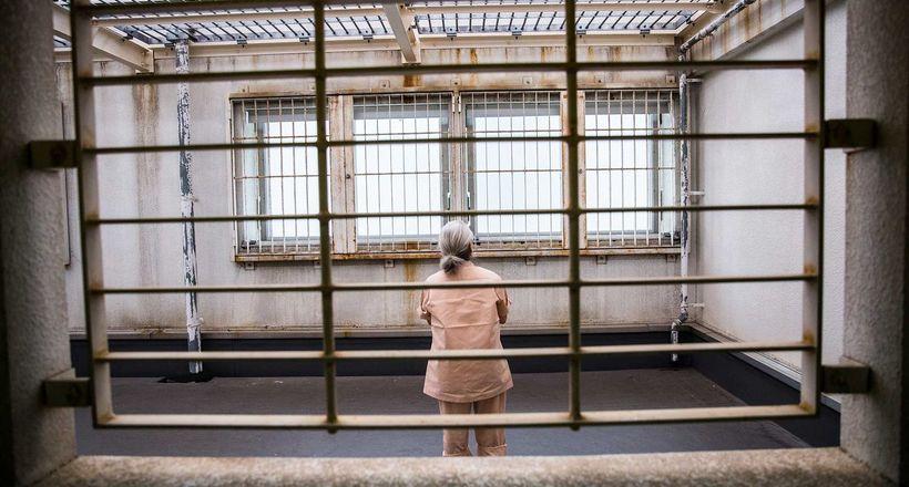 Чому літні японці навмисно потрапляють у в'язницю