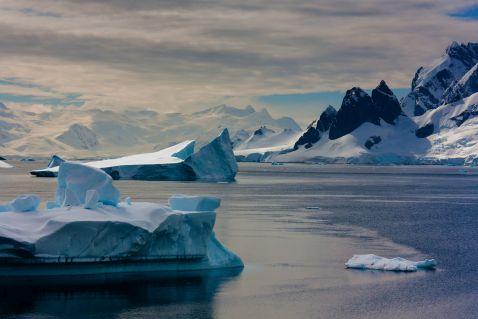 Чудова Антарктида – приголомшлива засніжена краса і  льодовики, що тануть та загрожують людству