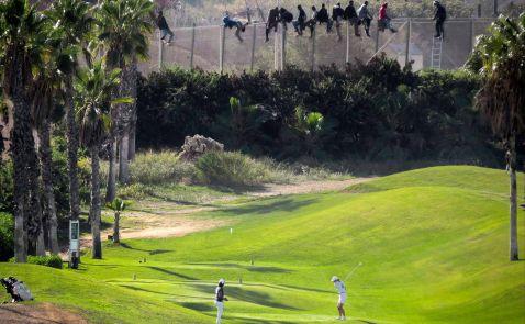 Африканці на кордоні з Іспанією штурмують паркан