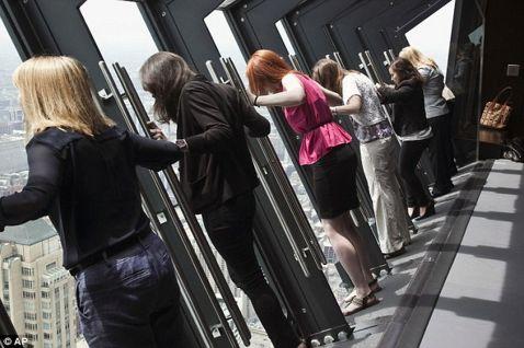 Новий атракціон для сміливих туристів в Чикаго