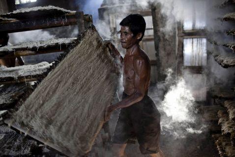 Приготування локшини в Індонезії