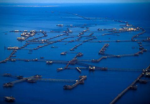 Заборонене місто нафтових платформ