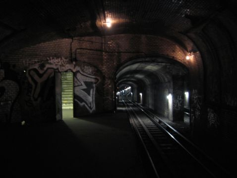 Занедбані станції метро