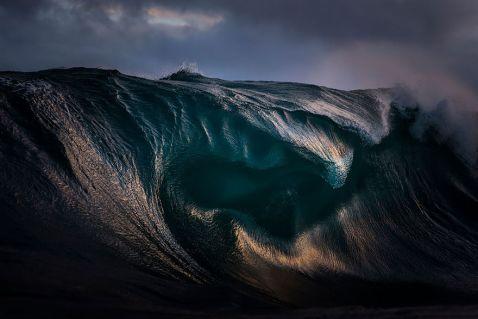 Гори на морі: фотограф «заморожує» хвилі, роблячи їх схожими на пагорби з води