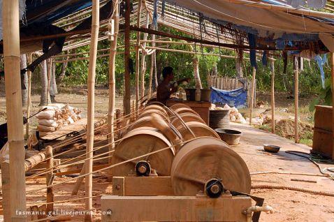Як видобувають золото на острові Ломбок, Індонезія