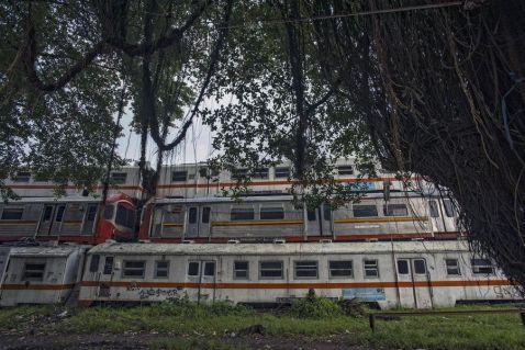 Станція мертвих електричок в Індонезії
