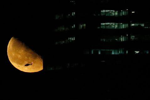 Фотографії Місяця з різних міст