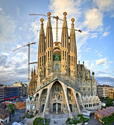Барселона — шедевральне творіння Гауді, яке підриває уяву!