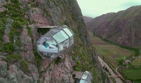 Над Священною долиною Інків в Перу повісили жахливі прозорі капсули для відпочинку
