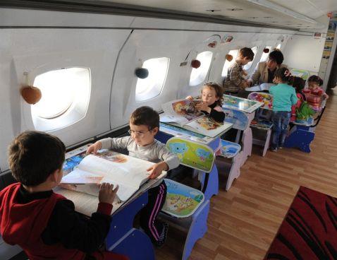 5 причин, чому в літаках немає зон для дітей та сімей