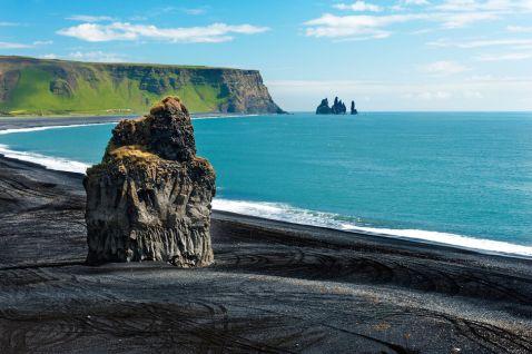 15 найбільш приголомшливих у світі пляжів з чорним піском