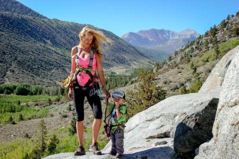Дворічний малюк-мандрівник підкорює гірські вершини!