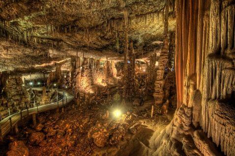 Сталактитова печера Авшалом