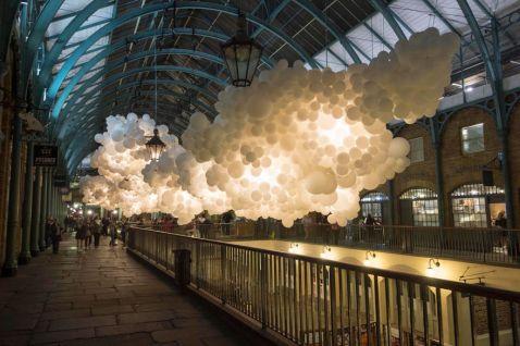 100 000 повітряних кульок всередині лондонського ринку Ковент-Гарден. Це нереально красиво!
