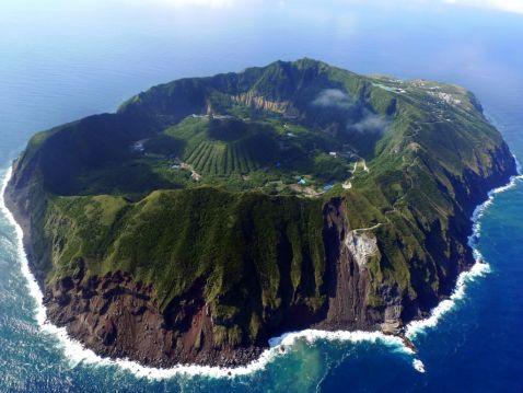 Жителям цього острова постійно загрожує смертельна небезпека