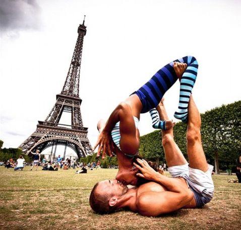Подружжя йоги, що подорожують по світу, стали справжніми зірками. Подивися, що вони роблять!