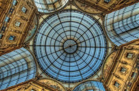 Міланська вулиця під куполом, від величі та краси якої завмирає серце