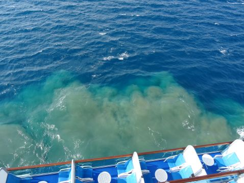 Як розкішні круїзні лайнери позбуваються стічних вод