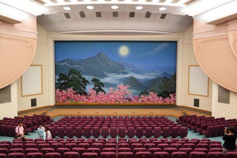 17 рідкісних знімків інтер'єрів громадських приміщень Північної Кореї