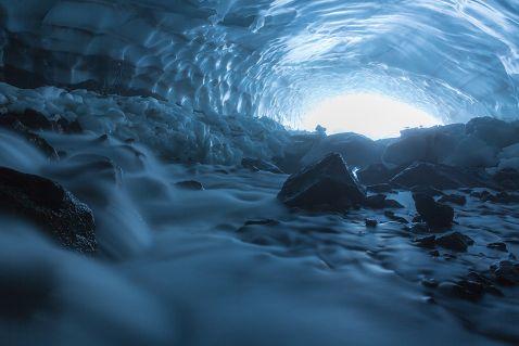 Первозданна Камчатка: снігові печери
