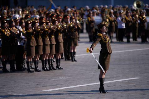 20 приголомшливих знімків грандіозного параду в Північній Кореї