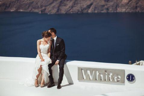 9 чудових весільних знімків, зроблених на романтичному Санторіні