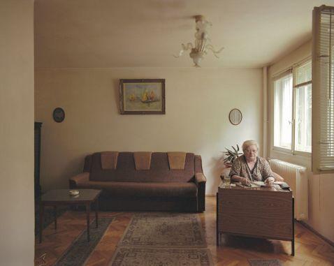 Румунський фотограф показав 10 різних життів людей в 10 однакових квартирах