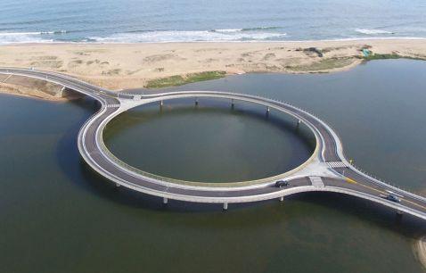 В Уругваї побудували кругової міст, щоб водії могли насолоджуватися видами