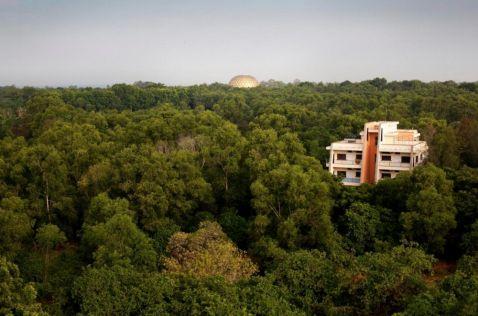 Експериментальний місто в Індії, де люди живуть поза релігії і політики!