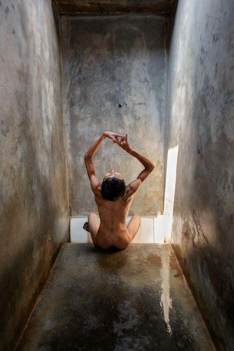Шокуючі фото життя пацієнтів психіатричних лікарень в Індонезії