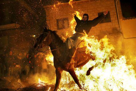Вогонь і коні: День святого Антоніо — один з найбільш видовищних свят в Іспанії