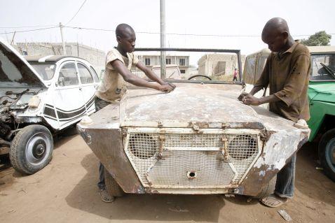 Типова автомайстерня в Африці