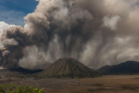 Безстрашний індонезійський народ, що живе поблизу вулкана Бромо