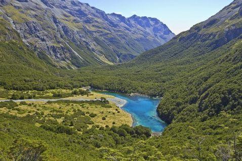 Це найчистіше озеро на планеті, але не здумай зануритися в його води!