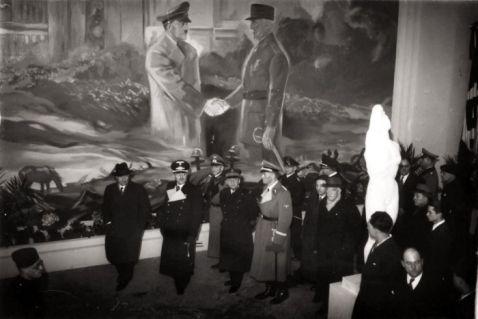 16 драматичних знімків Парижа, живе в окупації німецьких військ