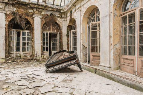 Європа в забутті: 22 незабутніх знімка занедбаних будівель