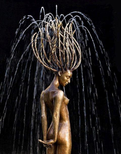 Польський скульптор творить приголомшливі скульптури, частиною яких є вода
