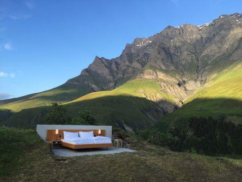 В Швейцарії відкрили перший у світі open-air готель