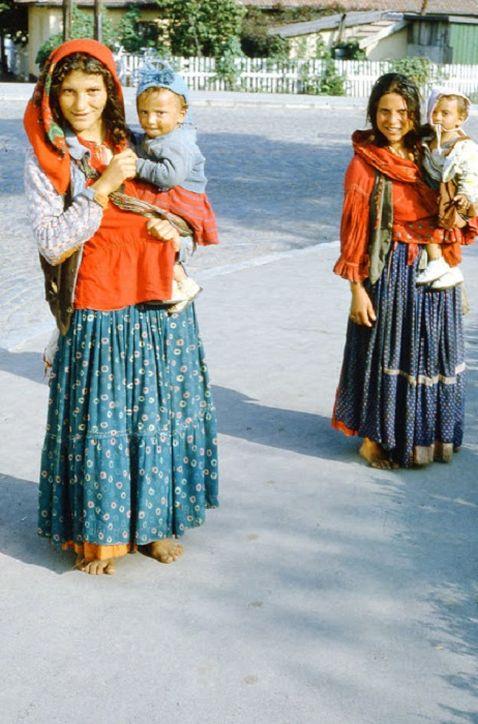 15 барвистих знімків про те, як жили цигани в 60-ті роки минулого століття