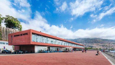Усередині готелю у футбольному стилі, який Кріштіану Роналду відкрив у себе на батьківщині