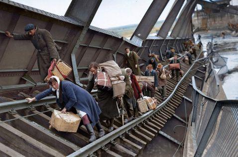 12 врізаються в пам'ять фото про те, як люди тікали на Близький Схід в 40-е роки