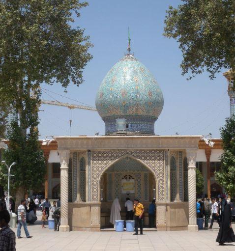 Зовні це звичайна мечеть, але у тебе відвисне щелепа, коли ти побачиш, що знаходиться усередині!