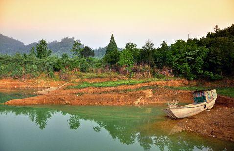 Озеро тисячі островів Цяньдаоху, на дні якого спочивають старовинні міста